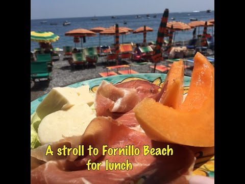 A stroll to Fornillo Beach for lunch