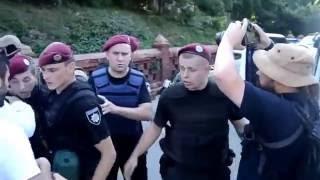 Парасюк срывает балаклавы бойцам спецназа КОРД(, 2016-10-13T01:16:00.000Z)