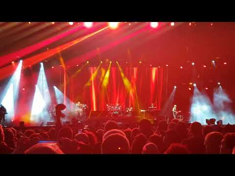Runrig the last dance  Maymorning clip  @ Stirling Castle 17th August 2018 Highland cow!