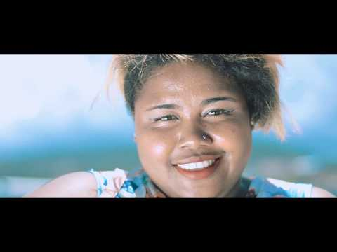 KHELLY HMILOVE Premier Amour (CLIP GASY 2019 BY RAOLIPICTURE 1)