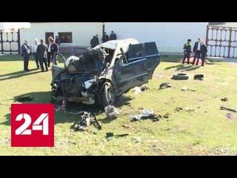 В КБР машина врезалась в остановку: 6 человек погибли