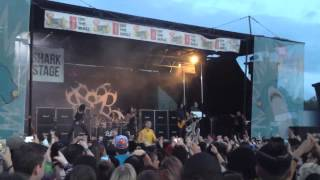 Andy Biersack Stop Show For Injured Fan-Vans Warped Tour