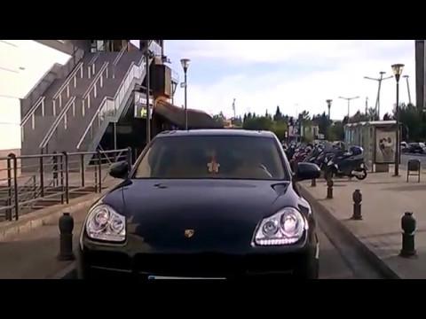 Porsche Cayenne & Mae West