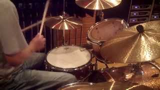 "Dennis Chambers in "" Pick Hits / John Scofield "" - Drum Lesson #148"