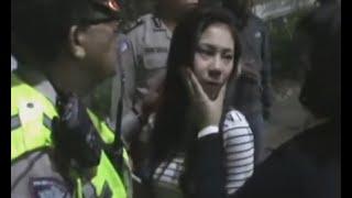 Download Video Cewek Cantik Mabuk Marah Habis Nabrak Trotoar MP3 3GP MP4