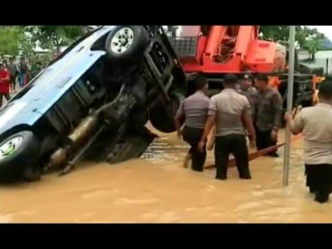 Banjir di Samarinda Sebabkan Mobil Terbalik Mp3