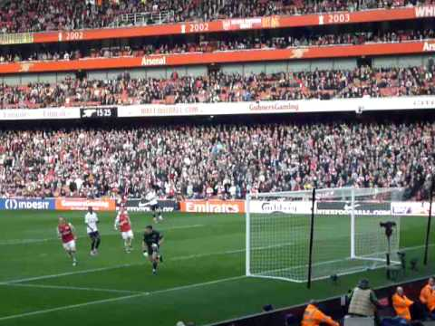 Arsenal Fans Abuse Adebayor! Arsenal 52 Tottenham 26212