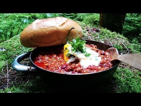 Chili con carne gekocht in der Wald-Küche [Outdoor Rezept]
