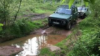 2x Lada Niva 1600 OFF ROAD 4x4 Charcos y barro