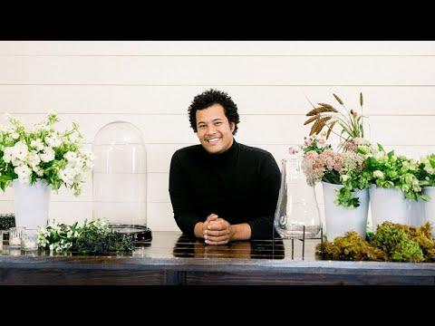 Mayesh Design Star: Flowers In A Cloche