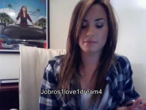 Demi Lovato Live Chat On Cambio (06/30/2010) - Part 1