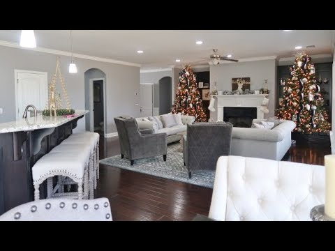 HOUSE TOUR CHRISTMAS 2017: LIVING ROOM, DINING, KITCHEN, LAUNDRY ROOM (VLOGMAS DAY 14) thumbnail
