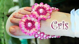 Chinelo decorado: flor de pérolas, lentilhas e orelha de rato