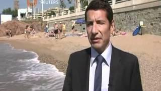حظر التدخين على احد شواطئ مدينة كان الفرنسية