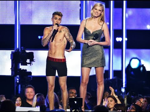 Justin Bieber Strips to Boxers at Fashion Rocks on being Booed