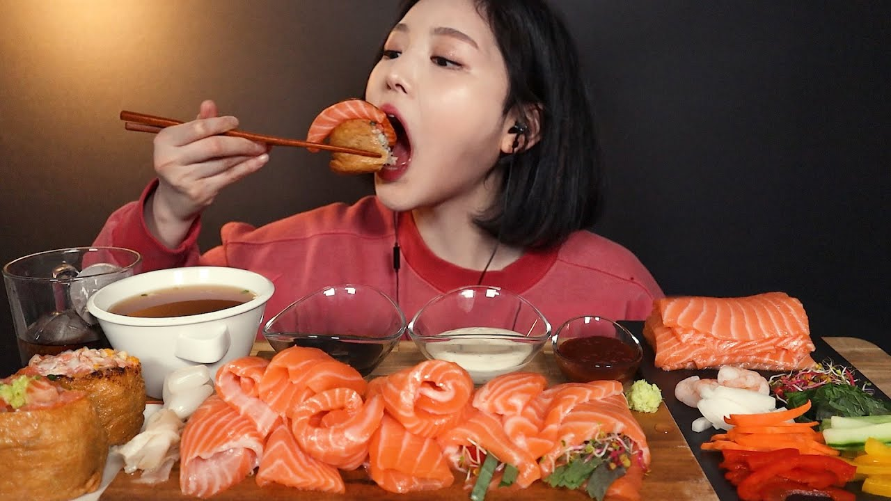 SUB)연어파티!? 연어 쌓아놓고 월남쌈 만들어서 먹방 (ft.대왕유부초밥?) 리얼사운드 salmon spring roll mukbang ASMR