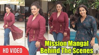 taapsee-pannu-funny-moments-with-nithya-menen-at-juhu-beach-mission-mangal-promotion