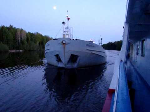 видео: Опасный обгон в Волго-Балтийском канале