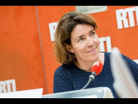 """""""À quand une file express pour les marcheurs texteurs ?"""", lance Guillemette Faure - RTL - RTL"""