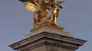 Набережные Сены – мост Александра III и Эйфелева башня...(Первая часть видео с прогулкой по набережным Сены, где вы сможете полюбоваться восхитительными парижскими..., 2016-01-26T19:17:21.000Z)