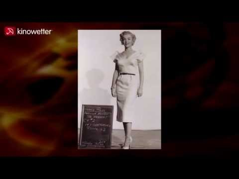 Original-Foto von Marilyn Monroe bei der Kostümprobe zu AS YOUNG AS YOU FEEL