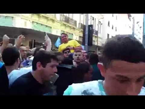 Assista: O momento em que Bolsonaro é esfaqueado