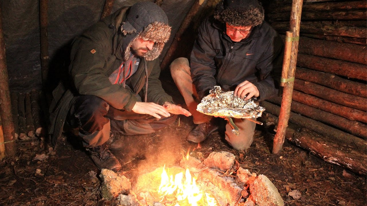 bushcraft winter camp fire cooking in the shelter youtube. Black Bedroom Furniture Sets. Home Design Ideas