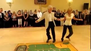 танец двух пожилых людей