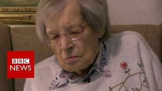 The 99-year-old transgender war veteran - BBC News