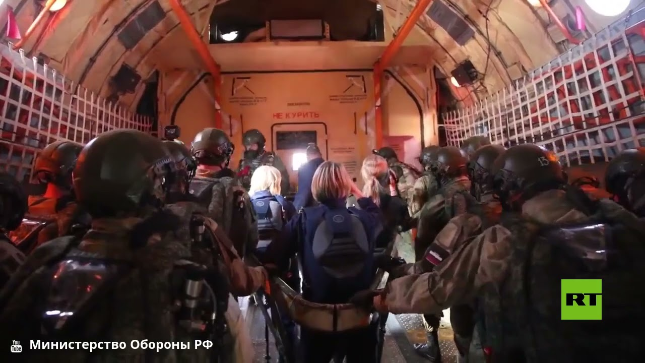 لأول مرة.. المظليون الروس يقفزون من ارتفاع 6 كيلومترات مزودين بأجهزة الأكسجين
