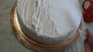 Выравнивание сливок на свадебном тортике