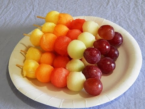 BOLAS DE FRUTAS AL PINCHO  FRUITS BALLS ON KABOBS