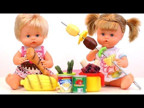 Picnic con Nenuco! Barbacoa con bebés. Barbecue baby dolls. Divertilandia!