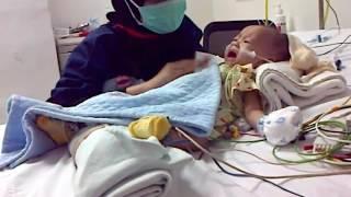 Kesayangan q saat sadar setelah operasi jantung bocor di ICU di RS Jkt heart centre saat usia 9 bln