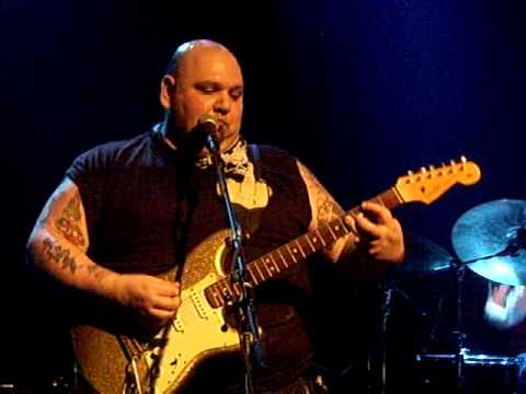 Popa chubby plays jimi model coco and