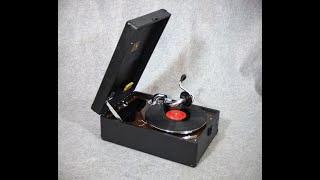 """His Masters Voice - HMV - Koffergrammophon Modell Nr. 102 - spielt """"Speedy Gonzales"""""""