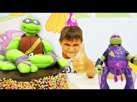 Игры для детей. Черепашки ниндзя поздравляют Донотелло с днем рождения! мультики с игрушками