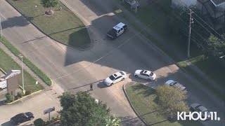 Raw Video: Officer shoots, kills armed suspect in front of elementary school in southwest Houston, p