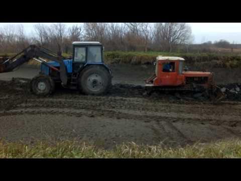 МТЗ 1221 вытаскивает из болота ДТ-75м