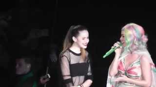 Katy Perry - selfie with a fan + crowd laughing - Ziggo Dome Amsterdam, The Prismatic World Tour