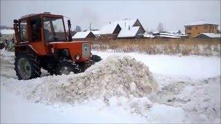 Трактор ВТЗ Т 30 А80 Владимирец чистит снег