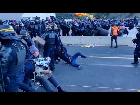 La Policía francesa desaloja a los indepedentistas catalanes en La Jonquera