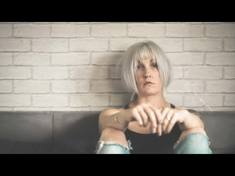 Becci Wallace Feat Bryan McFarland- Coloured In