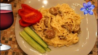 Спагетти с фрикадельками,шампиньонами и сырным соусом/Экспериментирую