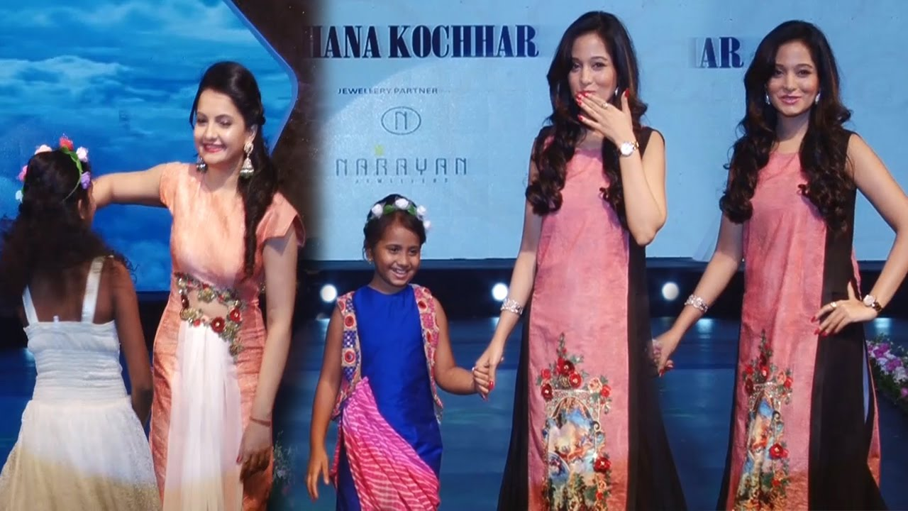 Hot Preetika Rao and Gia Manek Walks ramp for Smile Foundation