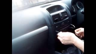 Radio Removal Renault Clio (1998-2010) | JustAudioTips