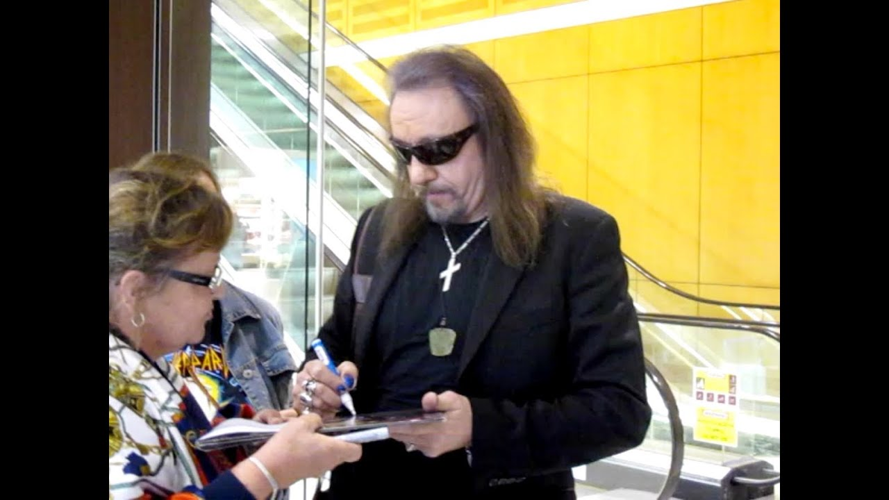 Ace Frehley Meets Sydney Fans Youtube
