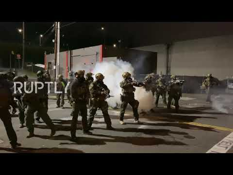 USA: Protesters clash with police near ICE facility in Portland