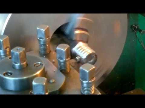 Процесс нарезания модульной резьбы на токарном станке