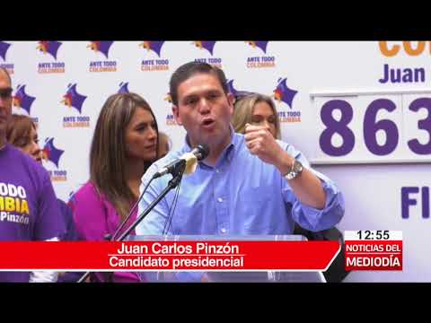 Pinzón entrega firmas para inscribir su candidatura a la presidencia